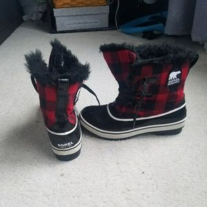 Buffalo check Sorel snow boots